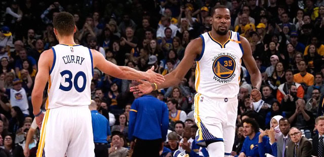 Warriors'u Stephen Curry ve Kevin Durant taşıdı